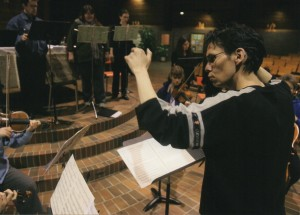 Artistic Director Andrew Balfour conducting the choir for the innovative Northern Lights concert, 2005. (Photo: Winnipeg Free Press)